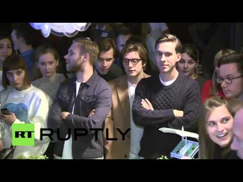 Russia: Top Gear's 'The Stig' entertains Moscow fans