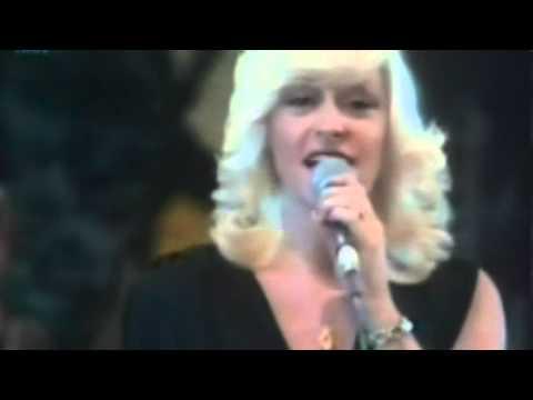 Corry Konings - Ik krijg een heel apart gevoel van binnen (2 uitvoeringen) Songtekst onder de video