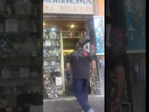 TUTTI FANNO UN SALTO DA RICORDI DI ROMA IMPOSSIBILE IMITARLO !