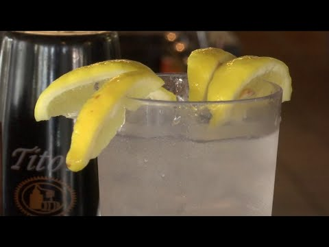 Never Ever Ask for Lemon Wedge in Your Drink at Restaurants, Here's Why It's a Bad Idea