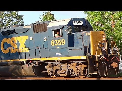 Ex-Seaboard EMD GP40-2 With Switcher in Lansdowne