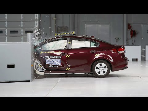 2017 Kia Forte Driver-side Small Overlap IIHS Crash Test