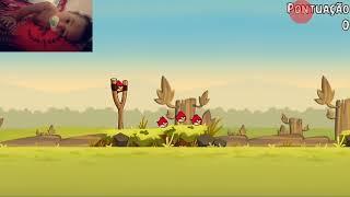Jogando angry birds