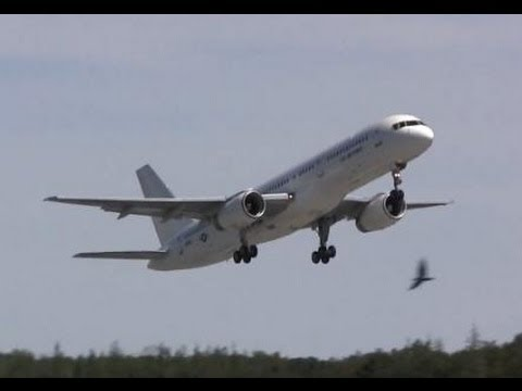 Boeing C-32B Takeoff