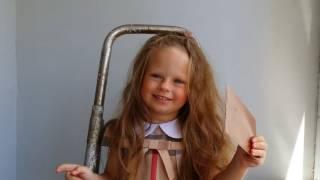 Изучаем цвета на Английском. Обучающее видео для детей. Learn Colors in English. Training Video for(Евочке 2 года. Она изучает много интересного., 2016-06-05T12:15:35.000Z)