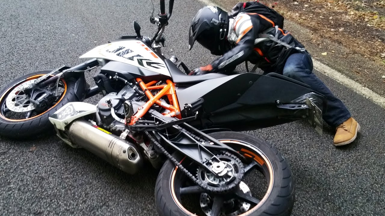 mon premier crash glissade en ktm duke 690 r youtube. Black Bedroom Furniture Sets. Home Design Ideas