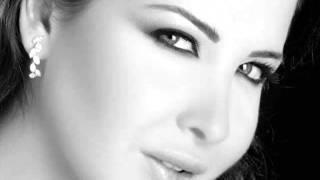 Wana Bein Edik Nancy Ajram w_ lyrics (+translation)jermy.flv