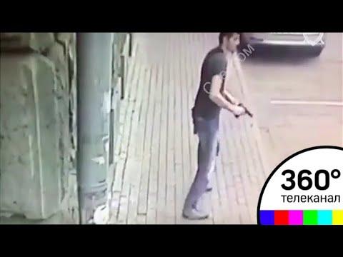 Нападение на полицейских в Москве попало на видео