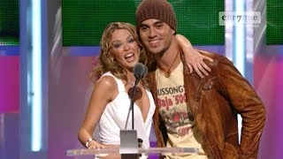 Enrique Iglesias presenting with Kylie Minogue: Where's my line...