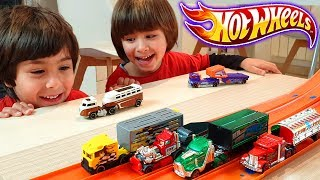 DESAFIO CAMIONES HOT WHEELS con DANI y EVAN 🚚CARRERAS de CAMIONES con LOOPING!