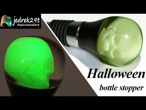Halloween Bottle Stopper with a Skull 💀 Glow in the Dark / RESIN ART