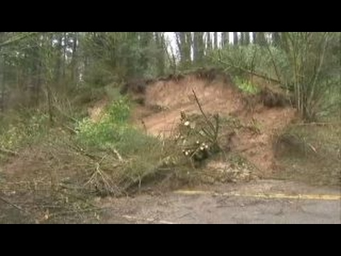 Oregon community on edge following major landslide
