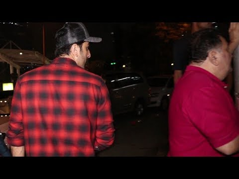 Ranbir Kapoor gets embarrassed when Rishi Kapoor gets ANGRY