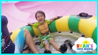 Ryan Rides the Water Slides During Family Vacation to Schlitterbahn Waterpark Resorts! thumbnail