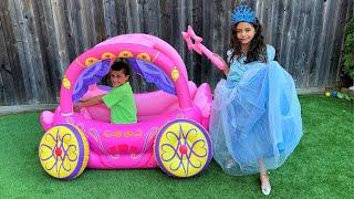 Heidi brinca com uma Carruagem de Princesa e quer ser princesa