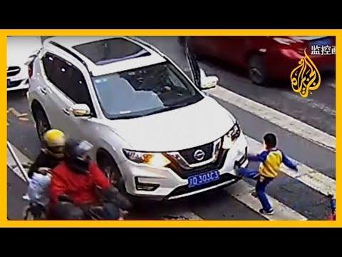شاهد| طفل صيني ينتقم لوالدته بـ -طريقة بريئة- بعد أن صدمتها سيارة  - نشر قبل 53 دقيقة