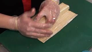 Часть I Готовим суши-ролл Калифорния.(Видео-рецепт HD Видео для сайта http://altaisushi.ru http://алтайсуши.рф Готовит сушеф службы доставки