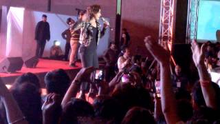 Desi girl- Sunidhi Chauhan live at IIMA Part 1/2