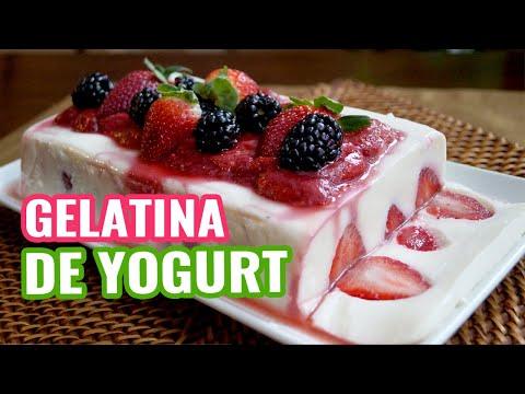 Gelatina de Yogurt con Salsa de Fresas - Yogurt Jello with Strawberry Jelly