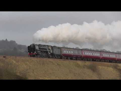 70013 `Oliver Cromwell` - The Cathedrals Express @ Newton st Loe 19-12-17