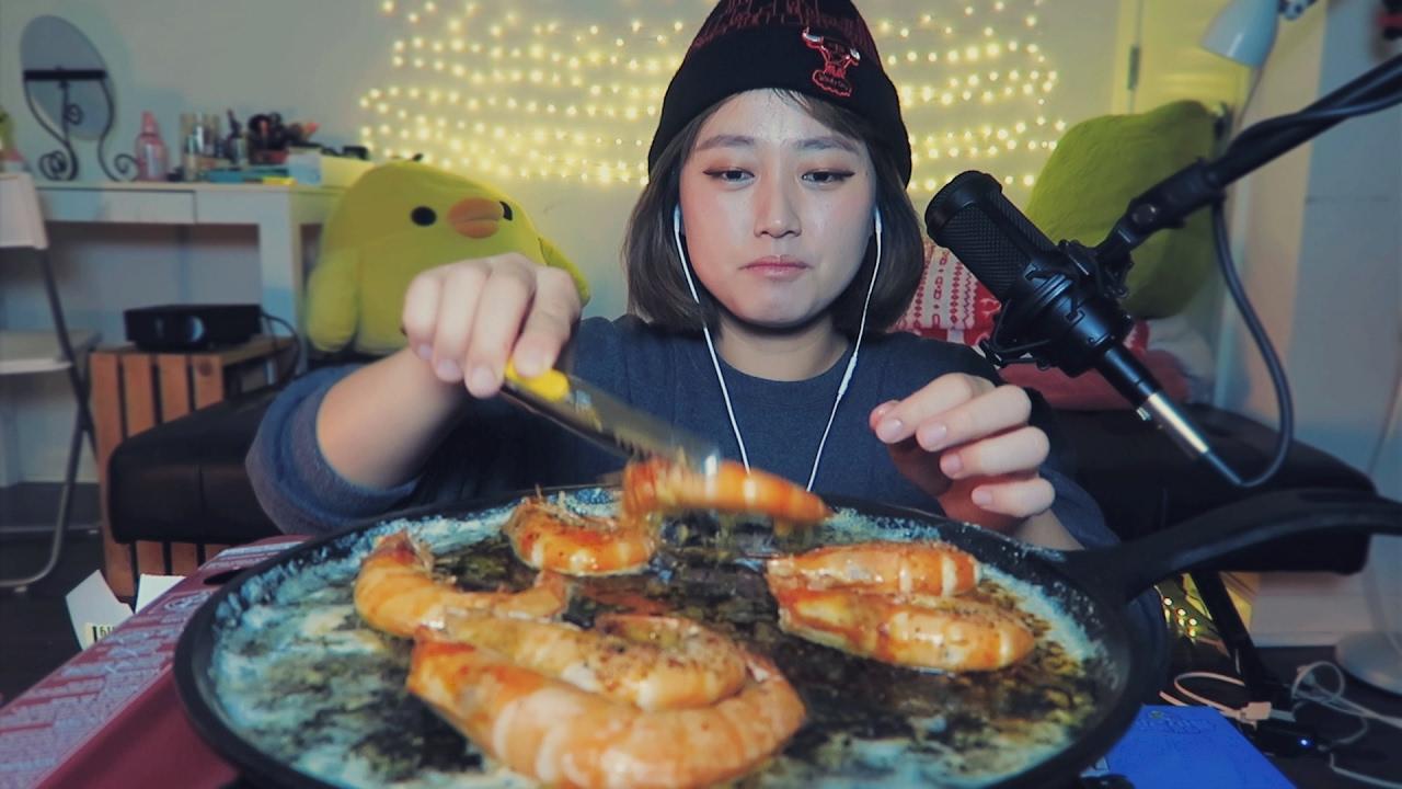 Download [ASMR] Garlic Butter Shrimp Eating Sounds   SHRIMP EDITION 2/3