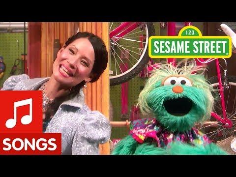 Sesame Street: Lucy Liu and Rosita Sing My Favorite Sneakers