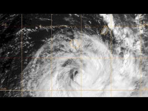El ciclón Bejisa deja 15 heridos a su paso por la isla de La Reunión