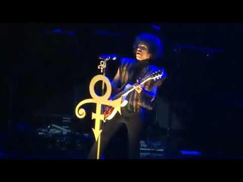 Prince 💜 Purple Rain (Live 12/29/13)