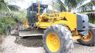 Komatsu GD555 Motor Grader Fuso Dump Truck Hamm 3410 Compactor Working