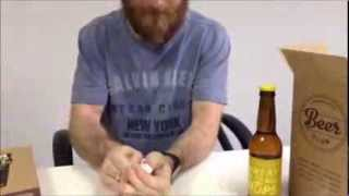 Como abrir uma cerveja com uma folha de papel