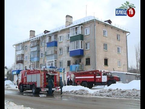 Пожар и сильное задымление в многоквартирном доме на улице Коммунаров в Ельце...