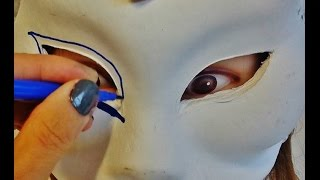 HOW TO DECORATE A MASK FOR A PARTY USING GLITTER