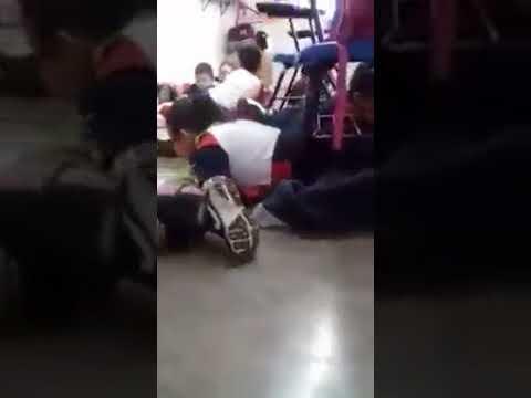 Así apacigua los ánimos esta profesora mexicana durante un tiroteo cerca de su escuela