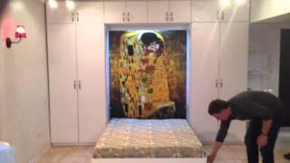 видео Кровать встроенная в шкаф, 80 фото / Крепление спального места к стене