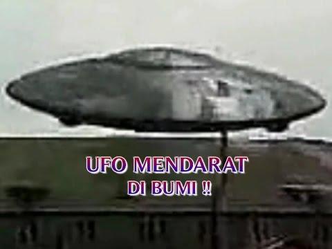 """PENAMPAKAN UFO PALING JELAS """"UFO MENDARAT DI BUMI ..."""
