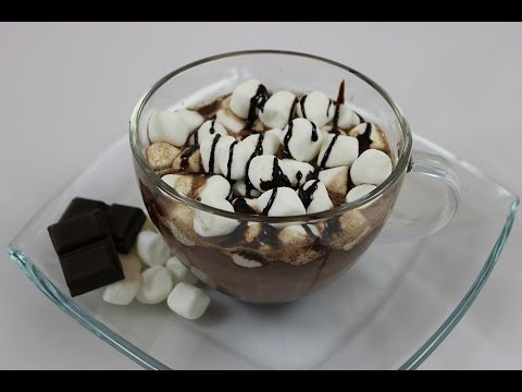 Heiße Schokolade mit Marshmallows (Hot Chocolate with Marshmallows)