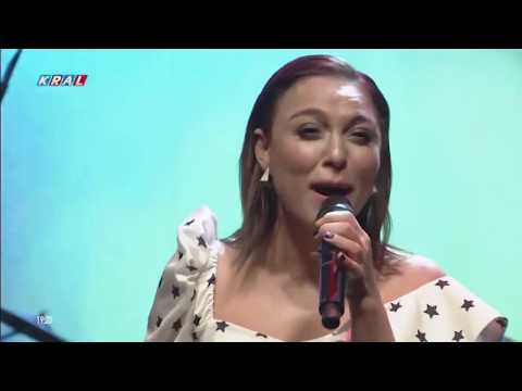 Ziynet Sali - Ağlar Mıyım Ağlamam & Bugün Adım Leyla (Canlı Performans)