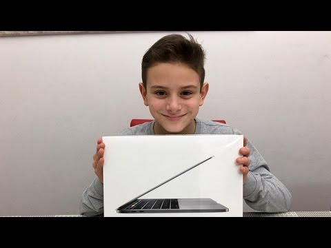 "Unboxing MAC BOOK PRO 13"" con TOUCH BAR - SIRI e TOUCH ID recensione Apple by Lukas Gym"