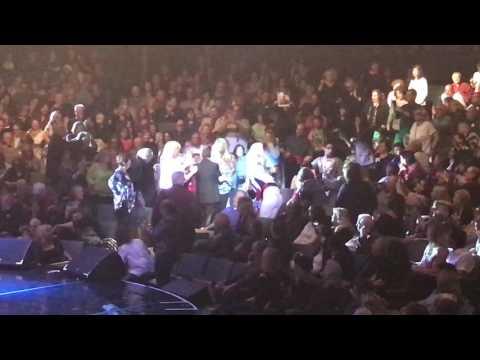 Paul Anka killing it @ Westbury Music Fair 5.12.17