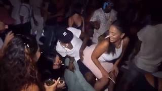 Repeat youtube video So Crazy! Girl With Massive Bumm Caught On Camera Grinding A Man Vigorously At A Party