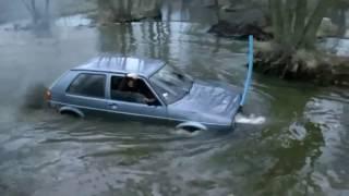 """Vw Golf 2 """"płynie"""" przez rzekę !!!"""