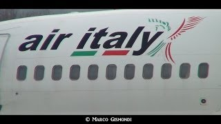 Air Italy Boeing 737-300 extreme closeup takeoff @ Bologna Marconi Airport