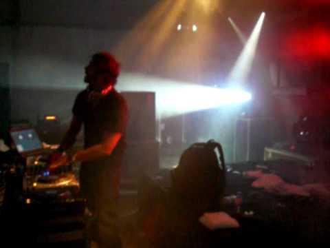 DJ ARI - playin` a bomb track @ GANDRA 2009