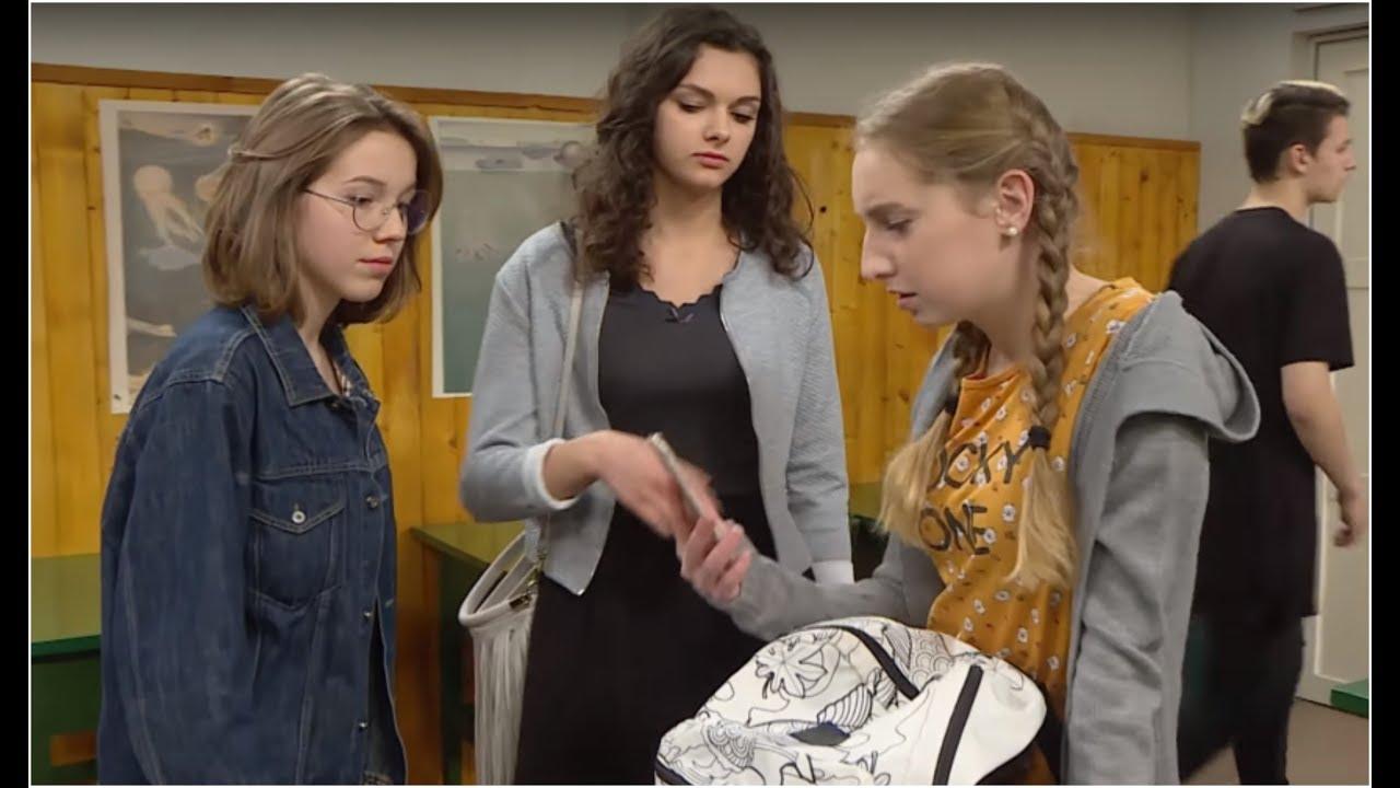 Chciały wrobić gimnazjalistkę w handel papierosami w szkole [Szkoła odc. 507]