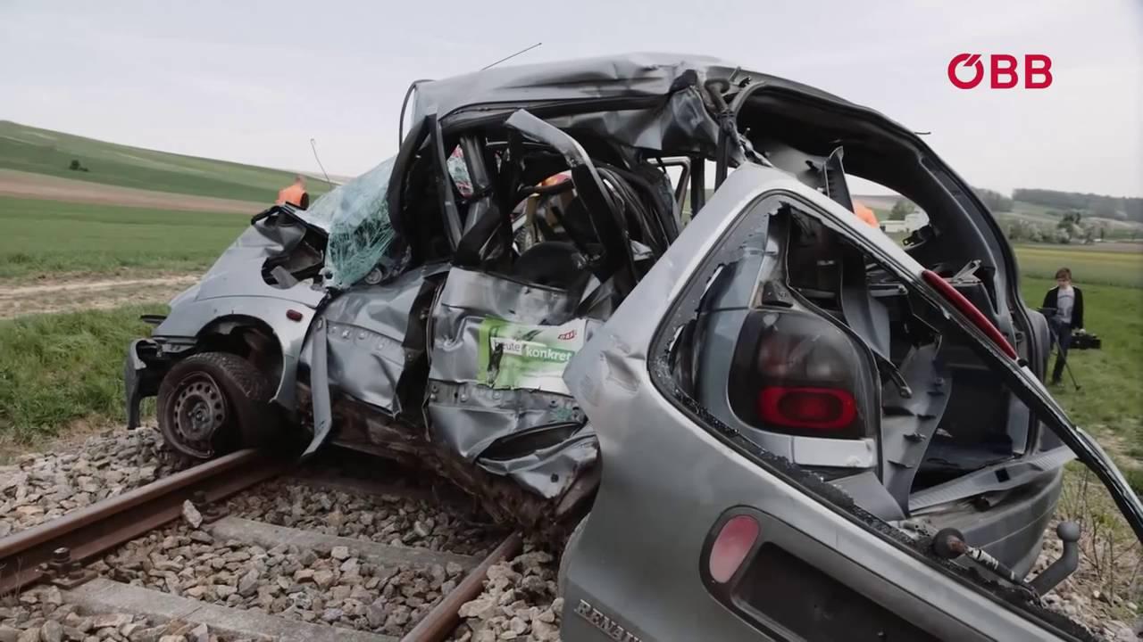 Crash Simulation, Unfall an Eisenbahnkreuzung - YouTube