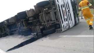acidente de caminhão em rodovia