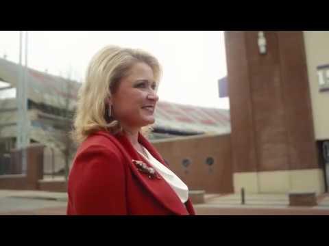 Lori Anne Carr '90, M'92 – Clemson Alumni Distinguished Service Award