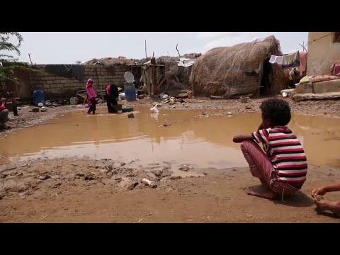 اليمن: أكثر من 700 أسرة نازحة في مخيمات الخوخة تضررت نتيجة الأمطار والسيول