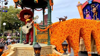 NEW! Magic Happens Disneyland Parade - COCO & Moan...