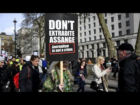 مظاهرة في لندن لدعم أسانج والاحتجاج على احتمال تسليمه للولايات المتحدة…  - نشر قبل 7 ساعة